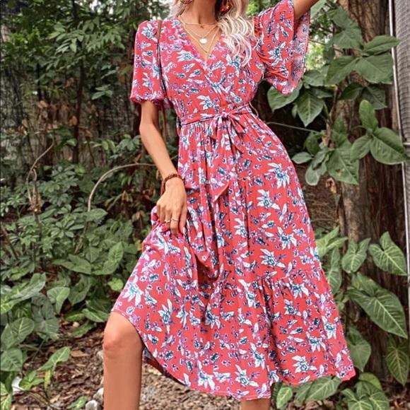 Dresses & Skirts - Boho floral ruffle hem belted dress